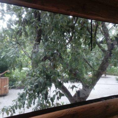Установка ПВХ окон в беседке из дерева